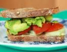 Bruschetta con pomodori e avocado